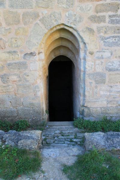 porte menant au sous sol