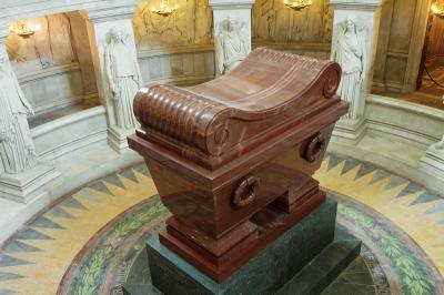 le-tombeau-de-napoleon-aux-invalides.jpg