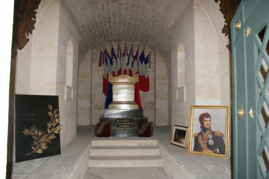 tombeau-du-marechal-lannes-au-pantheon.jpg